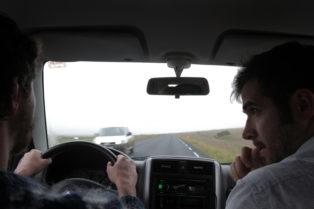 GRIMSEY_Bruno y Arnau coche